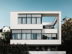 Haus mit Rollladen